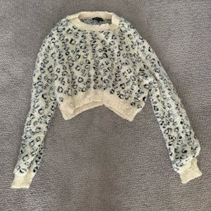 Sweaters - Cheetah print sweater